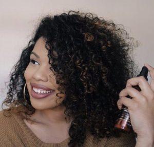 produits cheveux bouclés : hydrater sans graisser