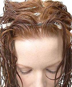 Du00e9coller Les Racines Plates De Ses Cheveux Bouclu00e9s  Astuce Pour Monter Le Volume