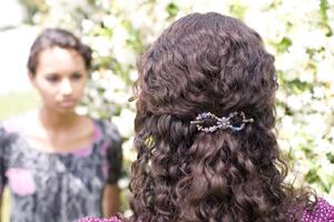 Attacher ses cheveux sans dommages ni casse