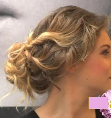 """Tutoriel chignon flou, effet """"fouillis"""" pour cheveux bouclé, frisés ou ondulés avec torsades"""