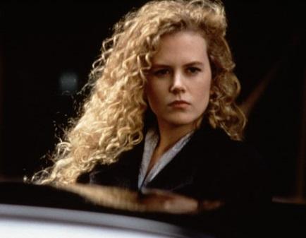 """Une vague de boucles blondes parfaitement définies pour le thriller """"Malice"""" en 1993"""