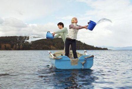 """Tel un bateau qui prend l'eau, la kératine """"prend l'eau"""" et s'use beaucoup plus vite si vous l'inondez, sans soin approprié."""