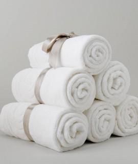 quelle serviette de bain choisir pour preserver sa peau eponge ou microfibres