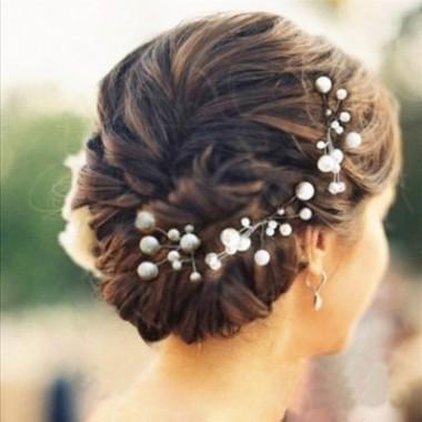 accessoires strass coiffure de fete cheveux boucles chignon