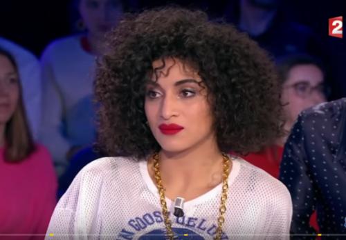 cheveux boucles afro camelia jordana