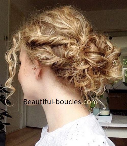 Chignon Flou Boheme Pour Cheveux Boucles Cheveux Boucles Au Naturel Astuces Conseils Soins Produits