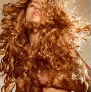 Cheveux bouclés : astuces pour de belles boucles