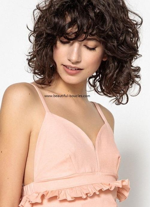 Carré flou ondulé bouclé avec frange : Idée coiffure et coupe (photos) - Cheveux Bouclés ...